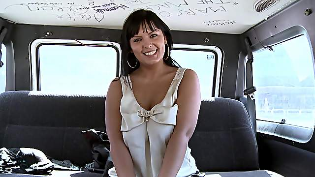 Back seat porn for a tight amateur chick in crazy XXX